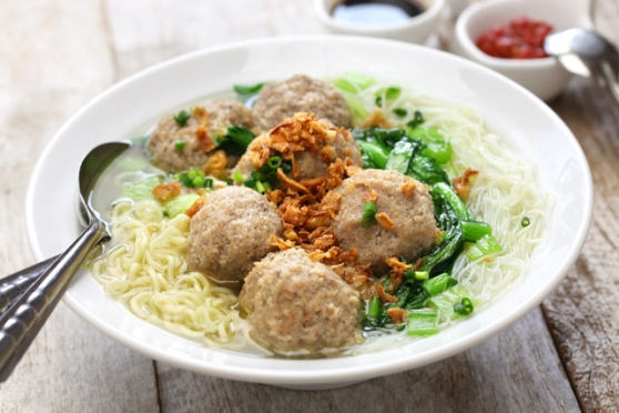 bakso, indonesian meatball soup with noodles